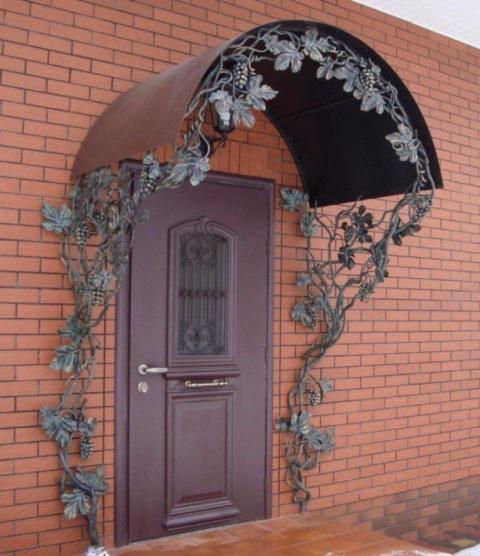 Кованый навес для входной двери в дом! Что скажете?
