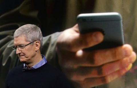 Муртазин: iPhone больше не эталон для смартфонов, Apple осталось 2-3 года