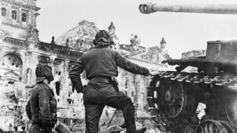Сталин мог бы победить Гитлера и без помощи союзников, сообщает британская газета The Times