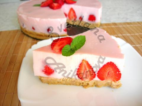 Клубничный йогуртовый торт без выпечки
