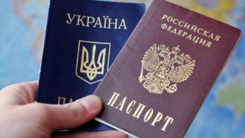 Киев негодует: украинцы массово просят российское гражданство