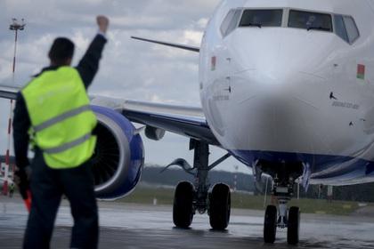 Белорусский самолет вернули …