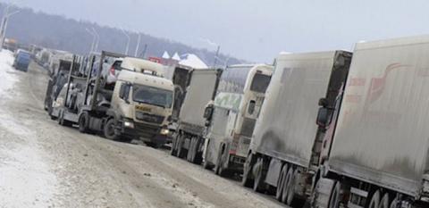 Тюменские дальнобойщики придумали жест солидарности друг с другом