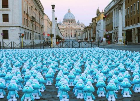 Всемирный день смурфиков: голубые гномы на улицах Рима