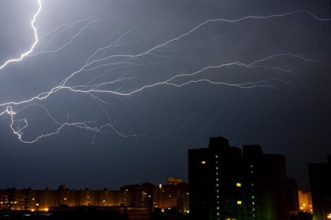 Что делать во время грозы, чтобы избежать удара молнией?