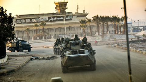 Военные на бронетехнике с флагами РФ прибыли в сирийский Африн. Съемка очевидца 12:11 21.03.2017)