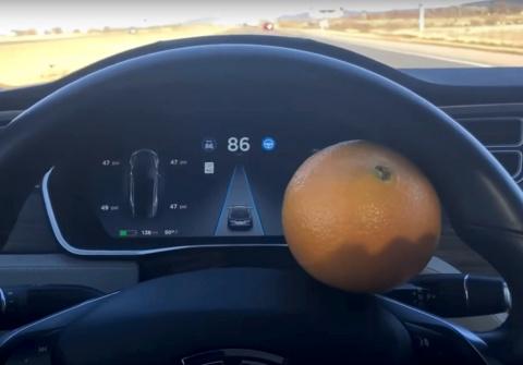 Автопилот Tesla обманули с п…