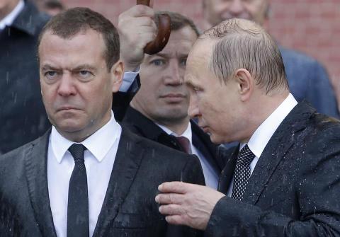 Путин и  Медведев на церемонии в память о защитниках Отечества.