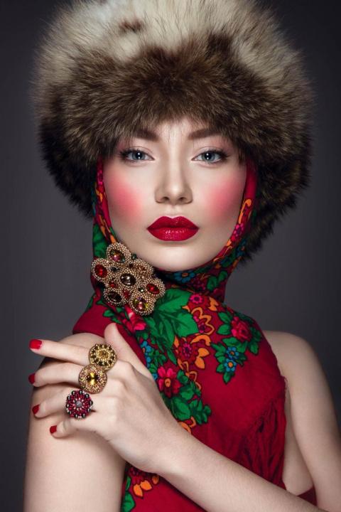 Тренд сезона: с чем носить платок зимой
