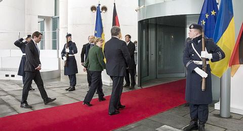 Порошенко прервал визит в Германию не из-за Авдеевки – его выгнали