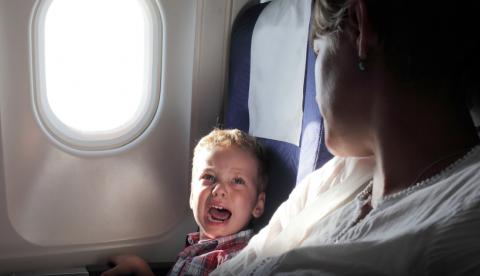 Два быдлоребёнка и мамаша в самолёте, как поступить?