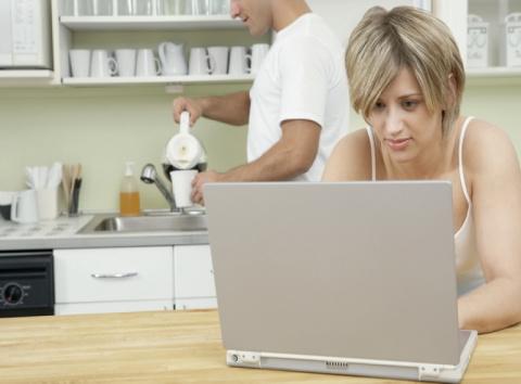 Как заработать деньги в интернете девушке (женщине)?
