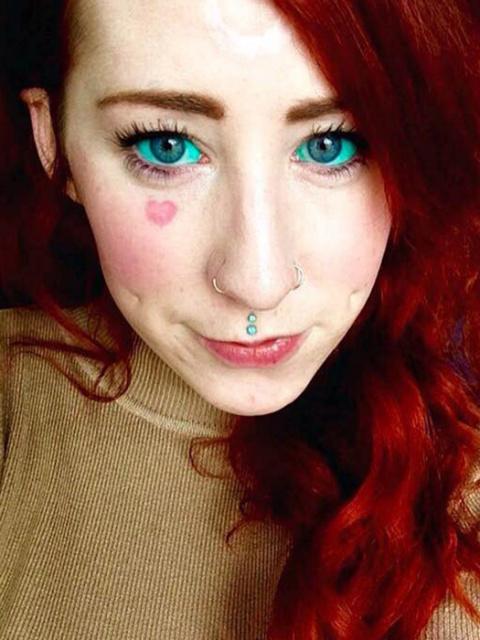 Татуаж глазных яблок: пугающий тренд