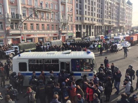 Госдеп США осудил задержания участников незаконных акций в России