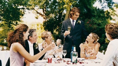 Вместо 50 приглашенных на свадьбу пришли всего 15 человек. И вот почему...