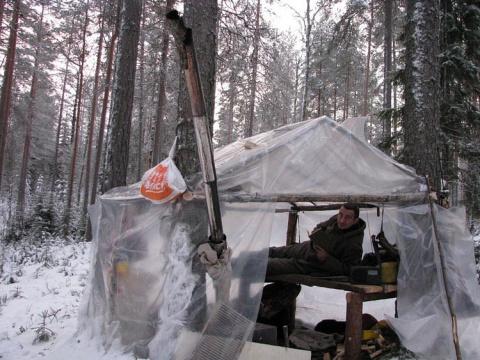 Как наши люди проводят  зимний отпуск в  русском лесу