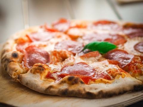 Мусульманин в США требует 100 миллионов долларов за пиццу со свининой