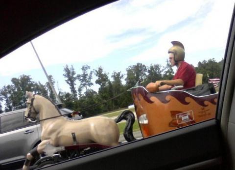 Самые странные вещи, которые можно заметить на шоссе