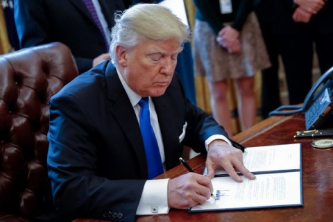 Трамп прервал паузу вработе…
