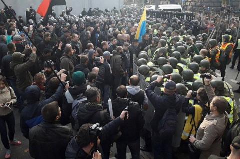 Срочно! В Киеве спецназ нача…