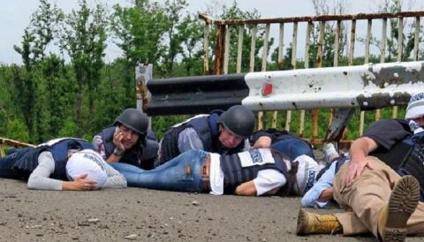 Сотрудники миссии ОБСЕ оскан…