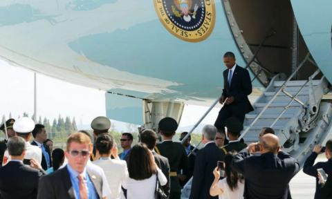 Китайский чиновник рассказал, почему к самолёту Обамы не подали трап