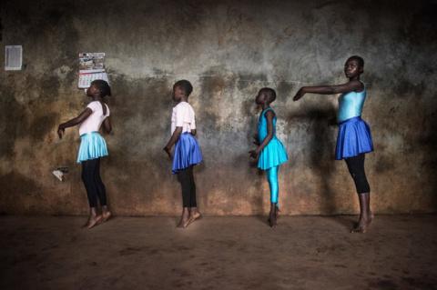 «Балет в трущобах» — серия ф…