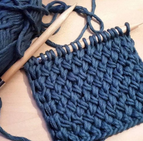 Вяжем спицами: узор «Плетенка»