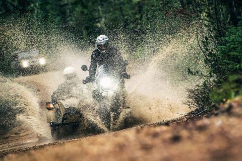 «Гелик» G65 против мотоцикла Ural