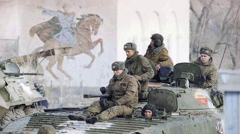 Федеральные войска в селе Слепцовскoe на границе с Чечней, 14 декабря 1994.