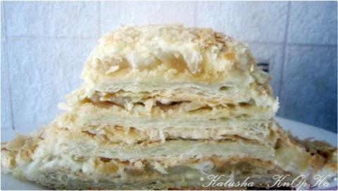 Торт из слоёных коржей с яблоками