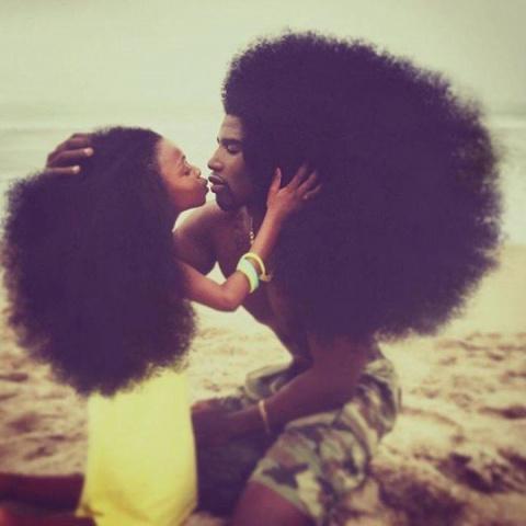 Само великолепие: отец и дочь, чьи прически свели с ума мир