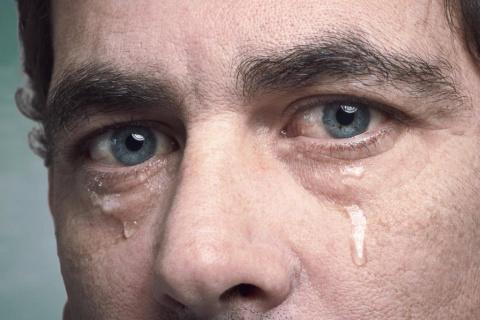 Слезы ростовщика. Кредитор расплакался, посетив дома должников