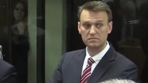 """Суд заставил Навального """"под…"""