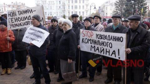 В вотчине Порошенко пенсионеры подняли бунт и пошли на штурм горсовета
