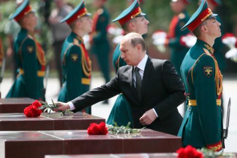 Во дни торжеств и бед народных они плюют в Путина, а попадают в весь народ!