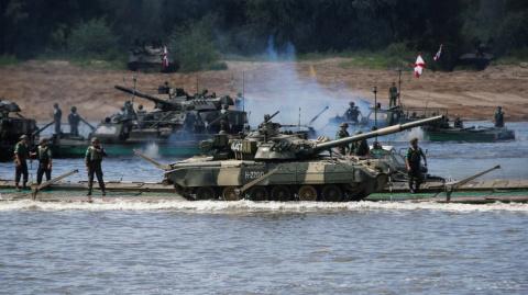 В Германии недоумевают, зачем Путину так много танков