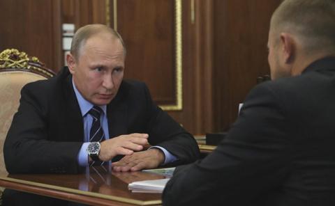 Путин: отвяжем страховые взносы бизнеса от МРОТ