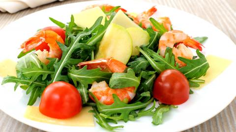 Салат с рукколой и креветкам…