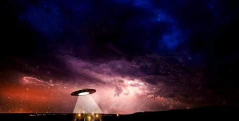 NASA показала видео с тремя НЛО