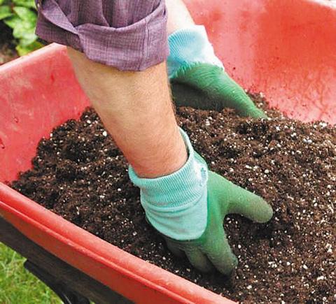 Готовим почву для рассады