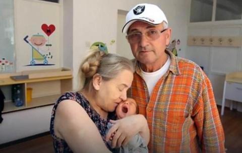 Женщина забеременела в 60 ле…