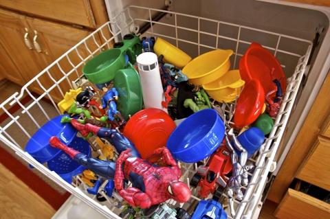 15 неожиданных предметов, которые стоит засунуть в посудомоечную машину