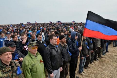 Вот это зрелище! В ДНР прошли крупнейшие  сборы резервистов (видео)