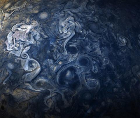 Впечатляюще! NASA показало удивительное явление на Юпитере