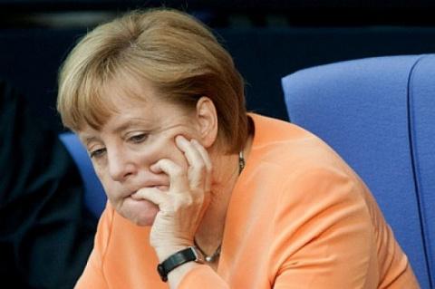Меркель начала что-то подозр…