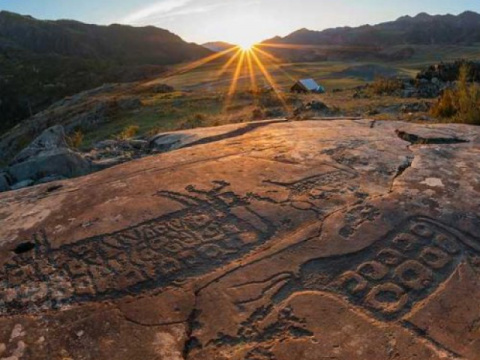 Ученые обнаружили самые большие петроглифы на Алтае