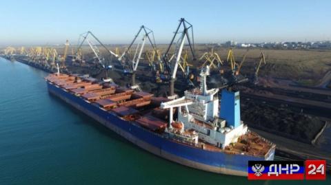 Судно из ЮАР доставило на Украину первую партию угля