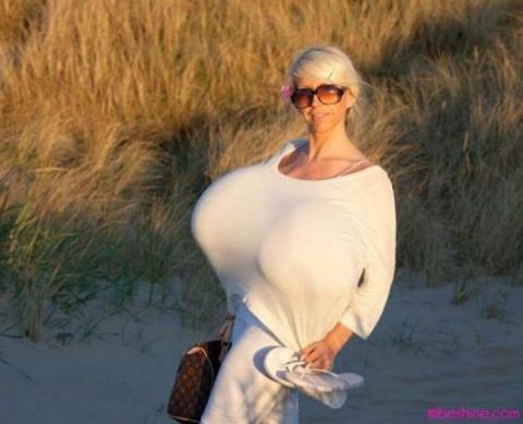 Майра Хиллс – обладательница самой большой силиконовой груди в мире