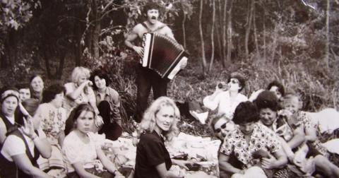 Советские женщины на маевке